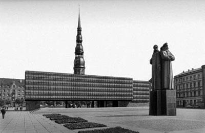 מוזיאון הרובאים הלטבים האדומים בפתח העיר העתיקה בריגה