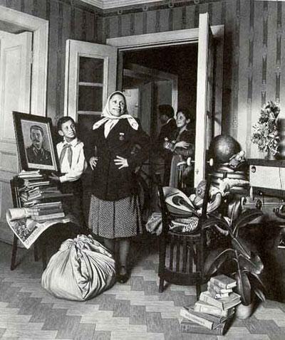 """אלכסנדר לקטיאונוב, """"לדירה החדשה"""", 1952"""