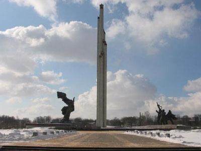 האנדרטה לרגל ארבעים שנה לניצחון על גרמניה במלחמת העולם השנייה, ריגה, 1985