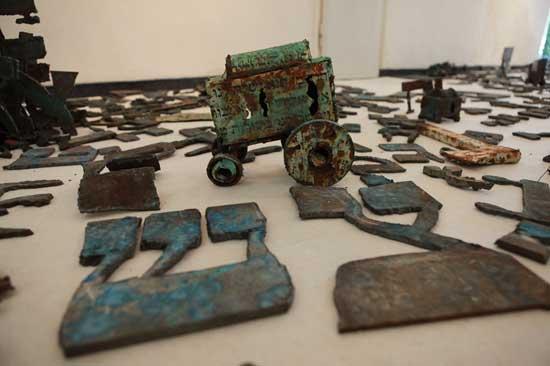 ז'אנו - פרט מהתערוכה בגלריה אנגל